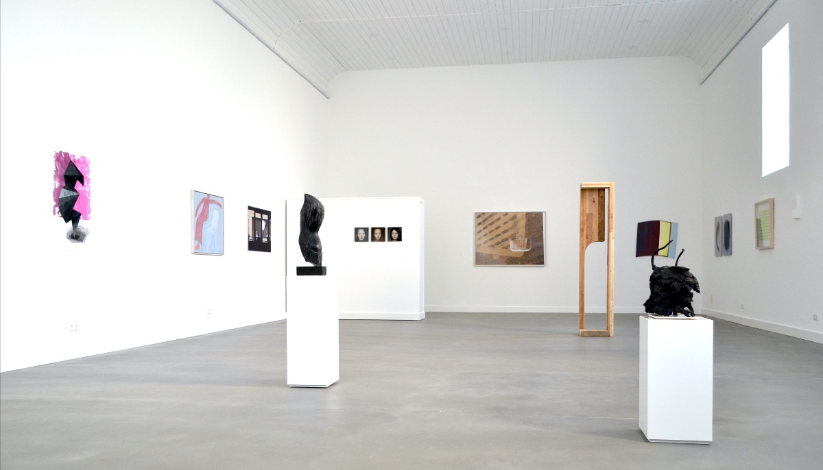 Part of the exhibition: from left to right: Lenneke van de Goot, Klaas Gubbels, Andrea Radai, Jan Pater, Wanda Tuerlinckx, Marten Hendriks, Helen Vergouwen, Marena Seeling, Ingrid Rollema, Sibylle Eimermacher, Suzanne Hartmans.