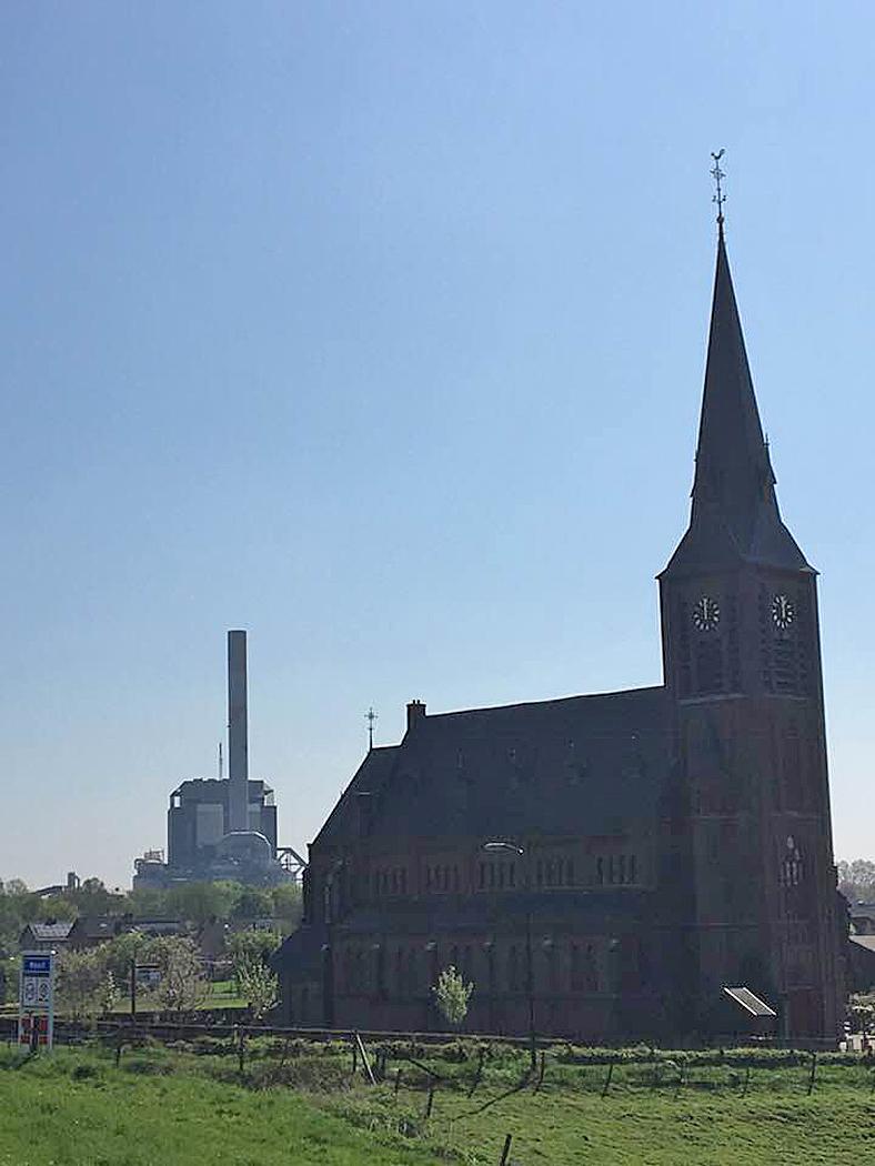 kerk Weurt en elektriciteitscentrale