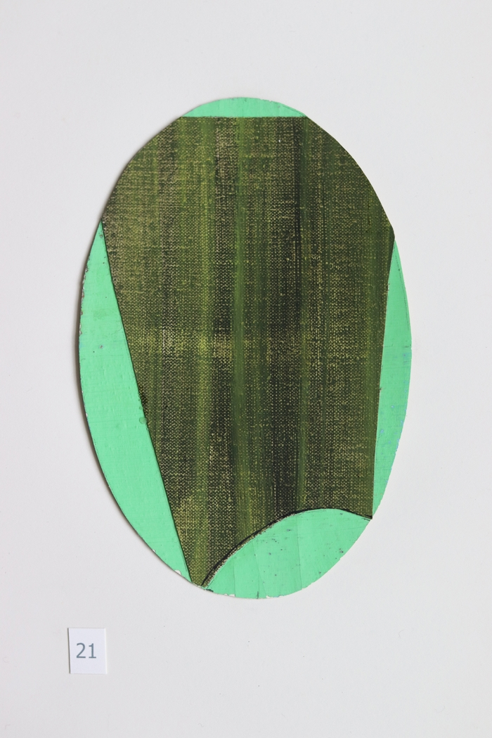 ovaal 21 [verkocht] - collage - 2020 - olieverf op linnen - 17x11cm